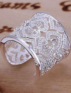 Kadın's İfadeli Yüzükler manşet Yüzük Eşsiz Tasarım Aşk Gelin Zarif lüks mücevher kostüm takısı Som Gümüş Yapay Elmas Heart Shape Mücevher