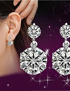 Naisten Pisarakorvakorut jäljitelmä Diamond söpö tyyli ylellisyyttä koruja pukukorut Sterling-hopea Kristalli Tekojalokivi Korut
