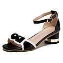 preiswerte Damen Sandalen-Damen Schuhe Leder Sommer Komfort Sandalen Walking Niedriger Heel Runde Zehe Schnalle Weiß / Schwarz / Rosa