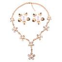 זול סטים של תכשיטים-בגדי ריקוד נשים סט תכשיטים - דמוי פנינה פרחוניים / בוטניים, פרח ארופאי, אופנתי לִכלוֹל זהב עבור חתונה / Party / עגילים