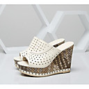 povoljno Ženske sandale-Žene Cipele Mekana koža Ljeto Udobne cipele Sandale Wedge Heel Crn / Bež