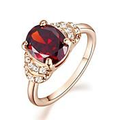 anillo de compromiso de rubíes diamante simulado estilo femenino clásico