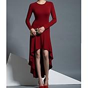 女性のラウンド非対称の長い袖のドレス