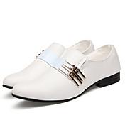 メンズ 靴 エナメル レザーレット 春 夏 秋 冬 コンフォートシューズ オックスフォードシューズ リベット 用途 結婚式 カジュアル ホワイト ブラック Brown