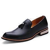 Hombre Zapatos Cuero Primavera Otoño Zapatos de taco bajo y Slip-On Borla para Casual Negro Amarillo Borgoña