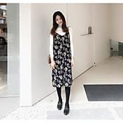 印刷ハーネスドレス+白のニットセーターの底打ちに署名