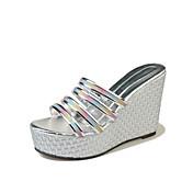 Mujer Zapatos PU Verano Confort Sandalias Paseo Tacón Cuña Dedo redondo Combinación Negro / Plateado / Almendra / Tacones de cuña