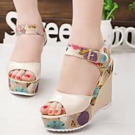 baratos Sapatos Femininos-Mulheres Sapatos Courino Primavera / Verão Conforto Sandálias Salto Plataforma Peep Toe Presilha Bege / Fúcsia / Azul