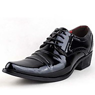 baratos Sapatos de Tamanho Pequeno-Homens Sapatos Couro Envernizado Primavera / Verão / Outono Conforto Oxfords Salto Robusto Cadarço Branco / Preto / Festas & Noite