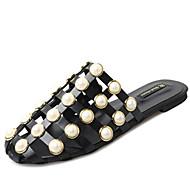 Damă Pantofi PU Primăvară Vară Gladiator Sandale Toc Plat Vârf rotund Imitație de Perle Flori Pentru Casual Rochie Alb Negru