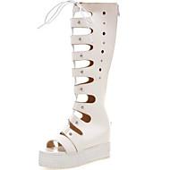 tanie Small Size Shoes-Damskie PU Wiosna lato Gladiatorki Sandały Creepersy Buty z wystającym palcem Biały / Czarny / Impreza / bankiet / Impreza / bankiet