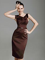 Bainha / coluna v-pescoço comprimento do joelho estiramento vestido de cocktail de cetim com broche de cristal por ts couture®