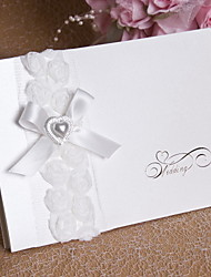 "billige -Top Foldning Bryllupsinvitationer Invitationskort Blomsterstil Kort Papir Perle-papir 6 ¾""""×6"" (17*15cm) Bjergkrystal Perle Bånd Blomst"