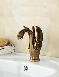Недорогие -Традиционный По центру Медный клапан Одно отверстие Одной ручкой одно отверстие for  Античная медь , Ванная раковина кран