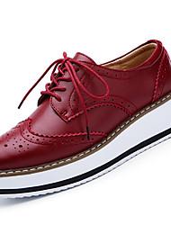preiswerte -Damen Schuhe Leder Frühling Sommer Herbst Winter Komfort Flacher Absatz Schnürsenkel Für Normal Schwarz Rot