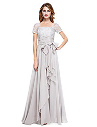 una linea madre chiffona del pavimento a collo quadrato del vestito della sposa con l'arco da cerimonia nuziale di xfls