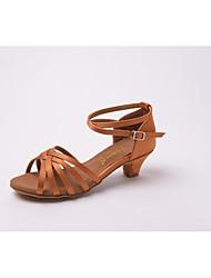 preiswerte -Schuhe für den lateinamerikanischen Tanz / Salsa Tanzschuhe Satin / Kunstleder Sandalen Schnalle Niedriger Heel Maßfertigung Tanzschuhe