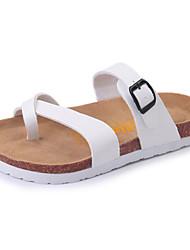 Damer Sko PU Sommer Komfort Sandaler Flad hæl Åben Tå Spænde Til Afslappet Hvid Sort