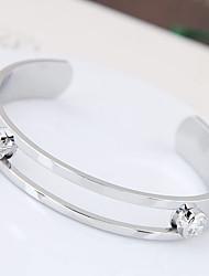 abordables -Femme Manchettes Bracelets Zircon cubique Mode Alliage Forme Ronde Or Argent Bijoux Pour Soirée 1pc