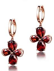 baratos -Mulheres Luxo Flor Ruby Sintético Cristal / Rosa Folheado a Ouro Brincos Curtos - Luxo / Clássico / Bling Bling Vermelho Brincos Para