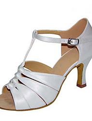 preiswerte -Damen Schuhe für den lateinamerikanischen Tanz Seide Sandalen Leistung Schnalle Kubanischer Absatz Maßfertigung Tanzschuhe Weiß / Schwarz
