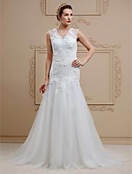 Linha A Decote V Cauda Corte Renda Tule Vestido de casamento com Apliques Botões Flor(es) de LAN TING BRIDE®