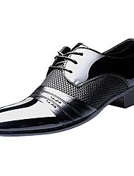 preiswerte -Herren Schuhe Kunstleder PU Frühling Herbst Komfort Outdoor Schnürsenkel Für Normal Schwarz Braun