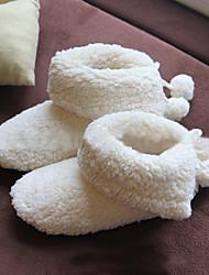 Недорогие -женская обувь flocking осенние зимние комфортные тапочки&флип-флоп круглый носок для случайных белых