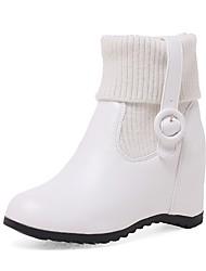 Недорогие -Жен. Обувь Дерматин Зима сутулятся сапоги Модная обувь Ботинки Туфли на танкетке Круглый носок Ботинки Пряжки для Белый Черный Миндальный