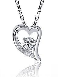 Недорогие -Жен. Сердце Простой Классика Мода Ожерелья с подвесками Синтетический алмаз Искусственный бриллиант Сплав Ожерелья с подвесками ,