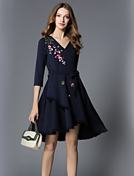 Недорогие -Жен. Офис Уличный стиль С летящей юбкой Платье - Цветочный принт V-образный вырез Средней длины
