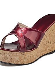 baratos -Mulheres Sapatos Borracha Verão Conforto Sandálias Salto Plataforma Preto / Bege / Vinho / Calcanhares