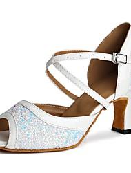Недорогие -Обувь для латины Тюль Сандалии / На каблуках Планка / Пайетки Каблуки на заказ Персонализируемая Танцевальная обувь Белый
