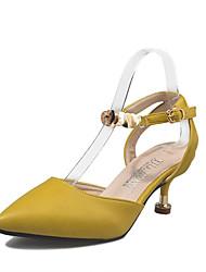 preiswerte -Damen Schuhe PU Frühling Sommer Komfort Pumps Sandalen Niedriger Heel Spitze Zehe Schnalle für Kleid Party & Festivität Beige Gelb