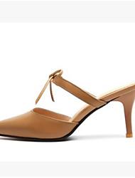 preiswerte -Damen Schuhe PU Sommer Komfort Cloggs & Pantoletten Stöckelabsatz Spitze Zehe Geschlossene Spitze für Normal Draussen Weiß Dunkelbraun
