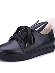 preiswerte -Damen Schuhe PU Frühling Herbst Komfort Sneakers Flacher Absatz Geschlossene Spitze für Draussen Weiß Schwarz