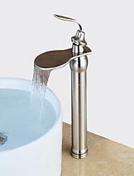 economico -Moderno Installazione centrale Cascata Valvola in ceramica Una manopola Un foro Nickel spazzolato, Lavandino rubinetto del bagno