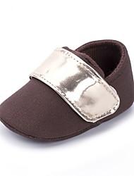 preiswerte -Jungen Schuhe Leinwand Frühling Komfort / Lauflern / Kinderbett Schuhe Flache Schuhe Klettverschluss für Kaffee