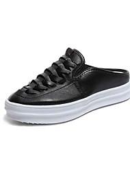 Недорогие -Жен. Обувь Полиуретан Лето Удобная обувь Башмаки и босоножки На плоской подошве Круглый носок Белый / Черный