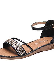 abordables -Femme Chaussures Polyuréthane Printemps été Confort Sandales Marche Talon Plat Bout rond Perle Or / Noir / Argent