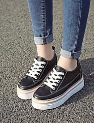 Недорогие -Жен. Обувь Кожа Зима Удобная обувь Кеды На низком каблуке Круглый носок Белый / Черный