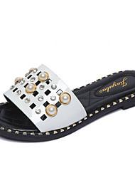 abordables -Femme Chaussures Polyuréthane Printemps Eté Confort Chaussons & Tongs Talon Plat Bout rond Imitation Perle pour Blanc Noir