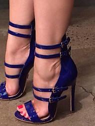 baratos -Mulheres Sapatos Couro Envernizado Verão Conforto Sandálias Salto Agulha Dedo Aberto para Festas & Noite Preto / Azul