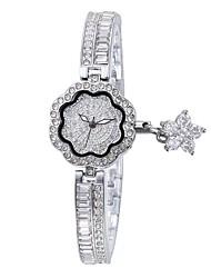 abordables -Femme Bracelet de Montre Japonais Etanche Alliage Bande Charme Argent / Doré / Or Rose