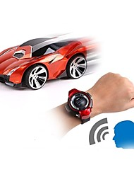 baratos -Carro com CR Watch Control Car 2.4G Carro 1:24 Electrico Escovado KM / H