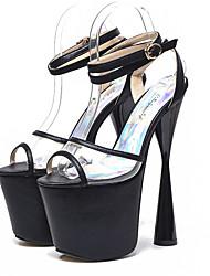 baratos -Mulheres Sapatos Couro Ecológico Verão Chanel Sandálias Salto Robusto Peep Toe Presilha Dourado / Preto / Prata / Casamento / Festas & Noite