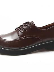 baratos -Mulheres Bullock Shoes Couro Ecológico Outono Conforto Oxfords Salto Baixo Ponta Redonda Preto / Marron / Diário