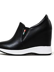 baratos -Mulheres Sapatos Pele Napa Primavera Conforto / Plataforma Básica Saltos Plataforma Ponta Redonda Branco / Preto / Prateado