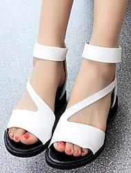 baratos -Mulheres Sapatos Couro Ecológico Verão Conforto Sandálias Salto Baixo Branco / Preto / Prata