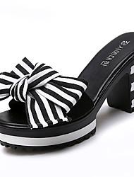 baratos -Mulheres Sapatos Couro Ecológico Verão Chanel Sandálias Salto de bloco Ponta Redonda Laço Preto / Listrado